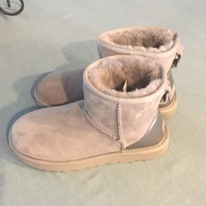 Girls Uggs size 6